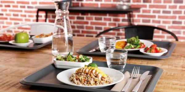 Choisir la vaisselle d'un restaurant